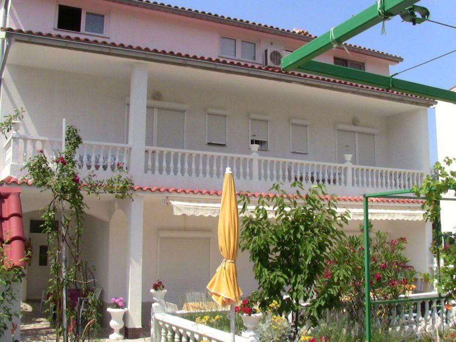Balkonen Wohnung am 1. etage
