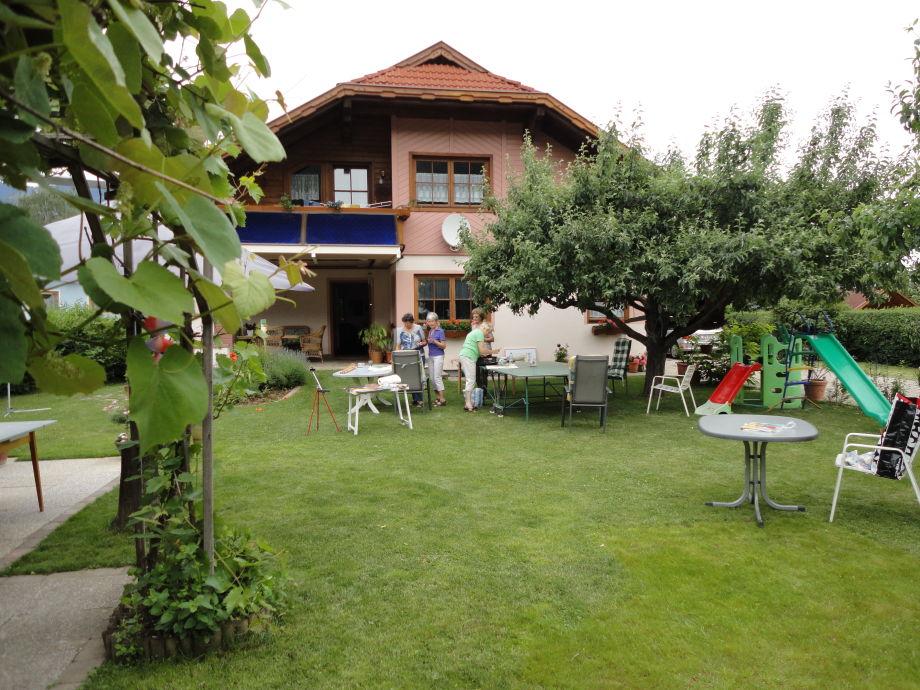 Garten mit Weinlaube