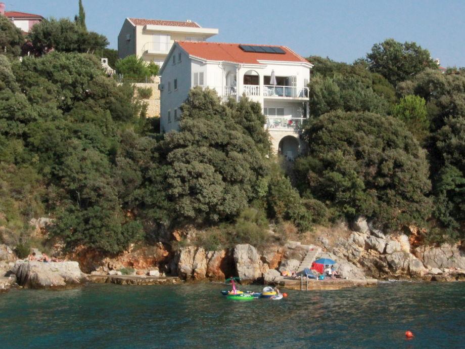 Blick auf die Villa am Meer