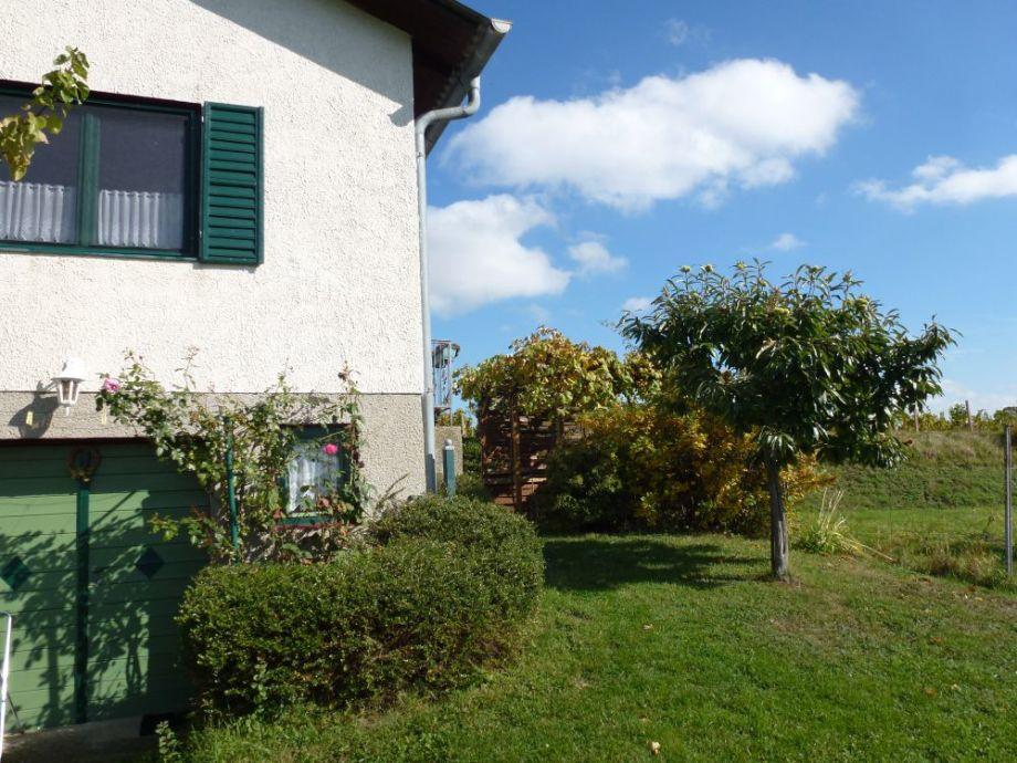 Blick aufs Haus vom Garten.