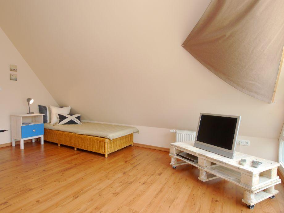 Zweites Wohnzimmer Mit Relaxliege Und TV