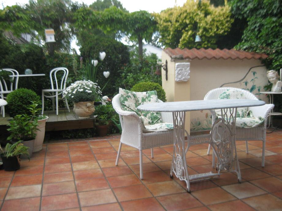 Die schöne,windgeschützte, sonnige, abgezäunte Terrasse