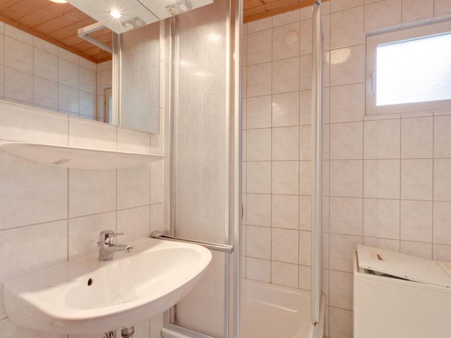 Schwedenhaus badezimmer  Ferienhaus Schwedenhaus Seeblick, Mecklenburgische Seenplatte ...