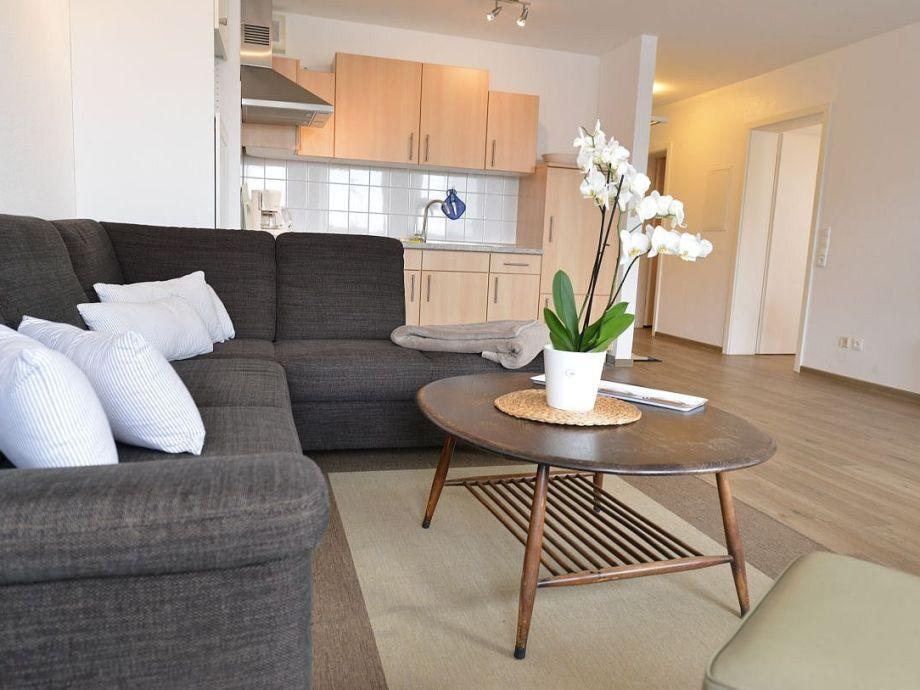 großzügiger Wohnraum mit Teilseesicht