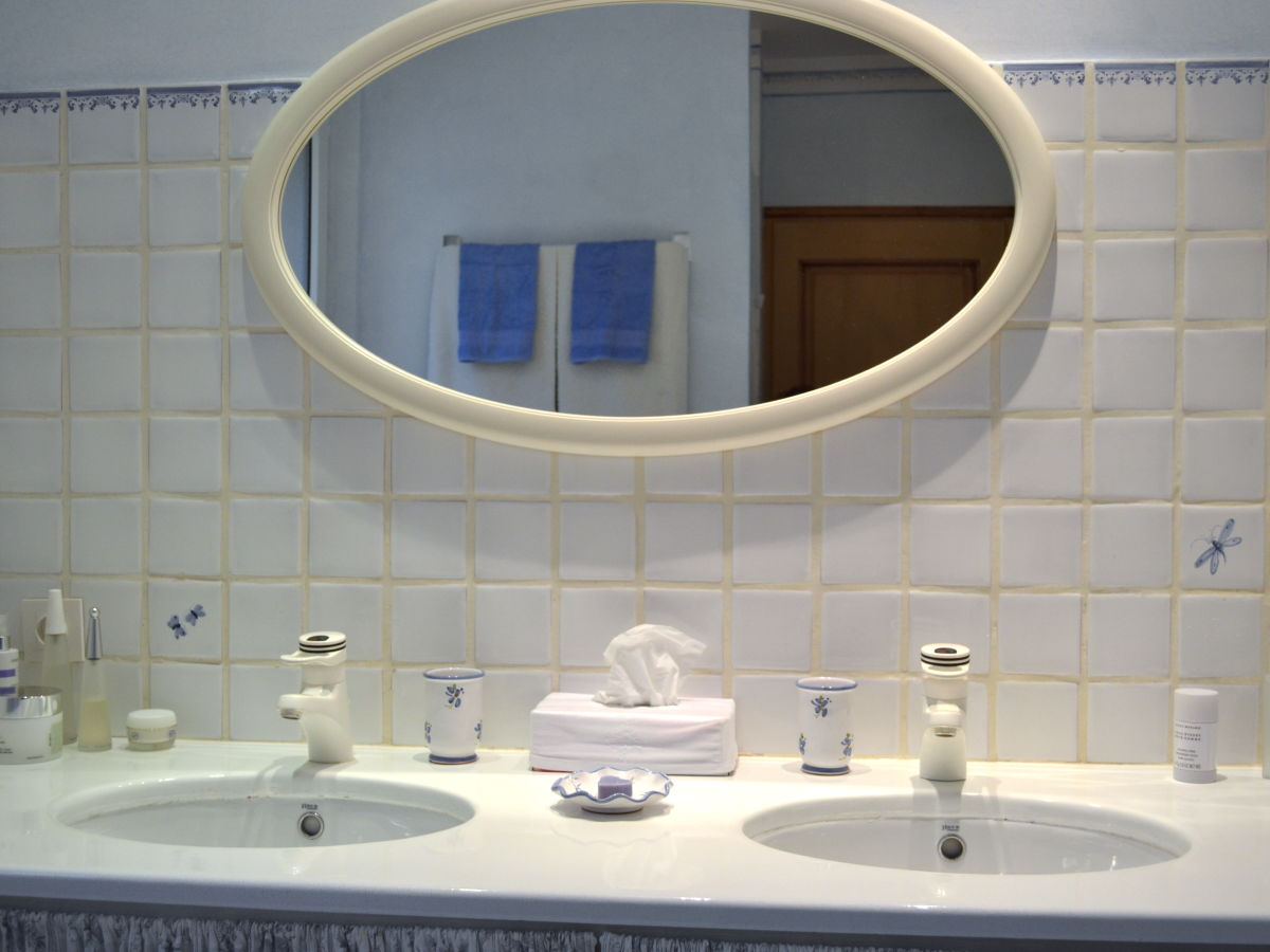 Ferienwohnung les capucins provence lorgues familie marielle vet bolier - Badezimmer zwei waschbecken ...