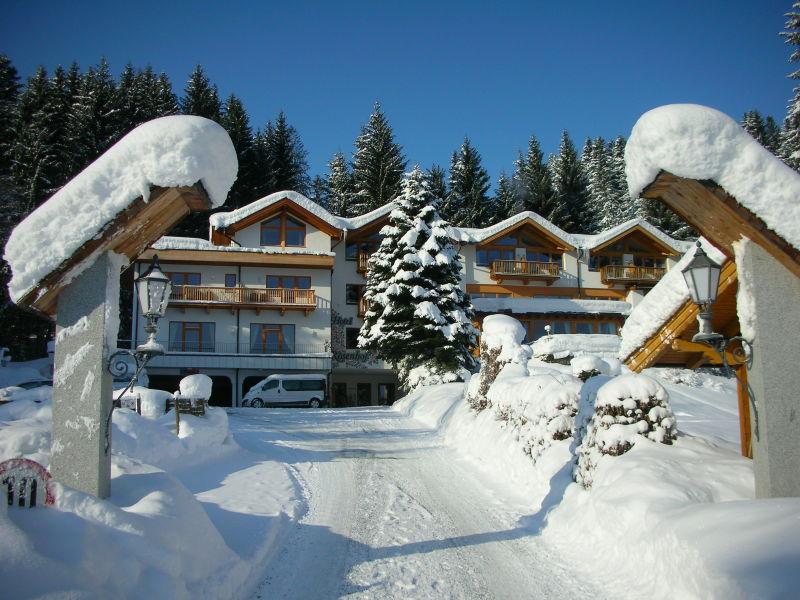 Ferienwohnung Deluxe im Gartenhotel Rosenhof – Das Paradies bei Kitzbühel