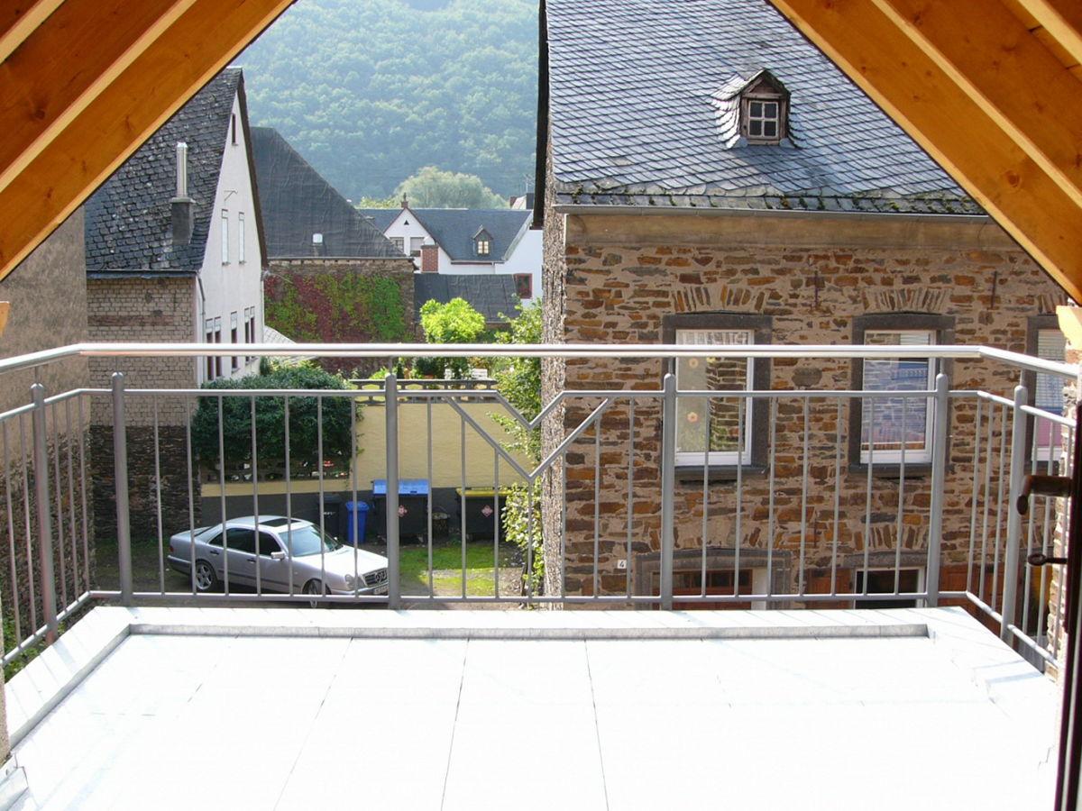 ferienwohnung im romantischen mosel winzerhaus an der lindenstra e malerische mosel. Black Bedroom Furniture Sets. Home Design Ideas