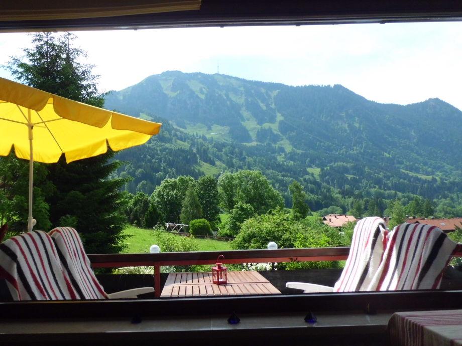 Balkon mit Möbeln