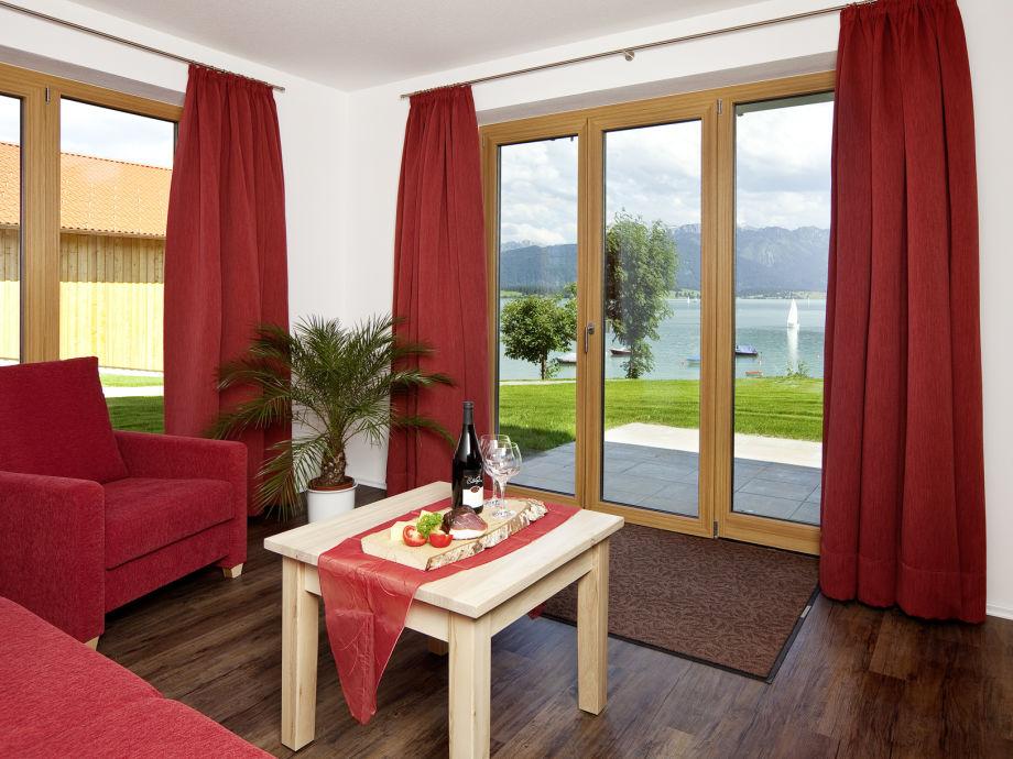 Wohnzimmer mit Blick auf den See