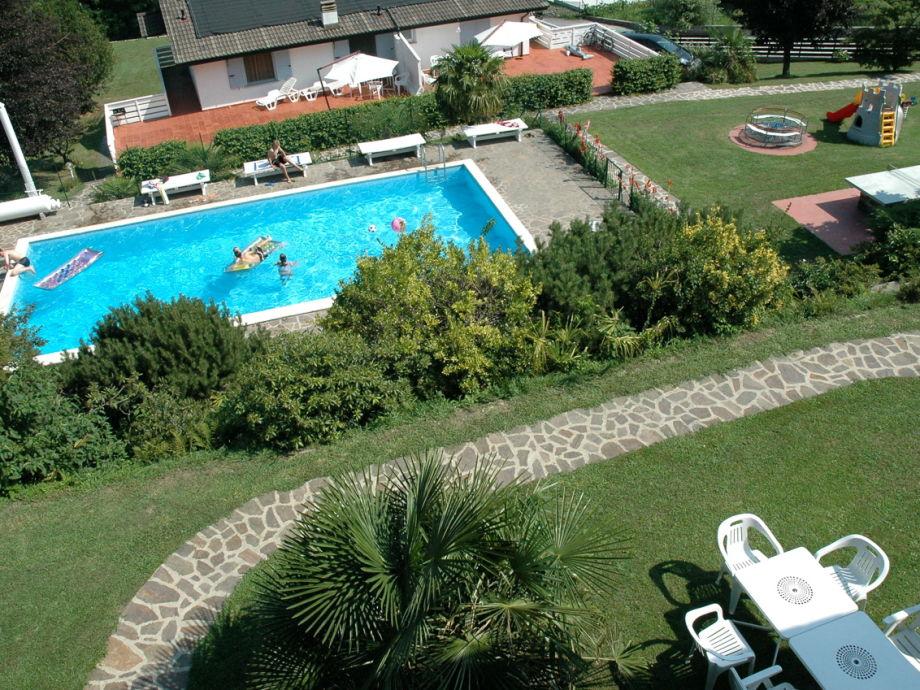 Panoramablick auf Pool und grten