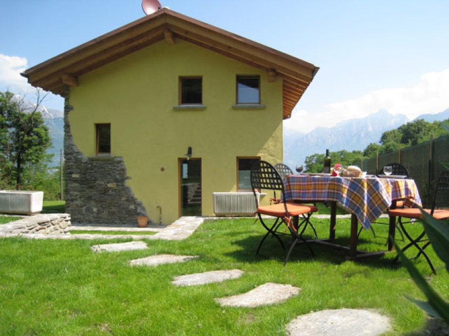 Ferienhaus Tiglio zur Garten-/Bergseite