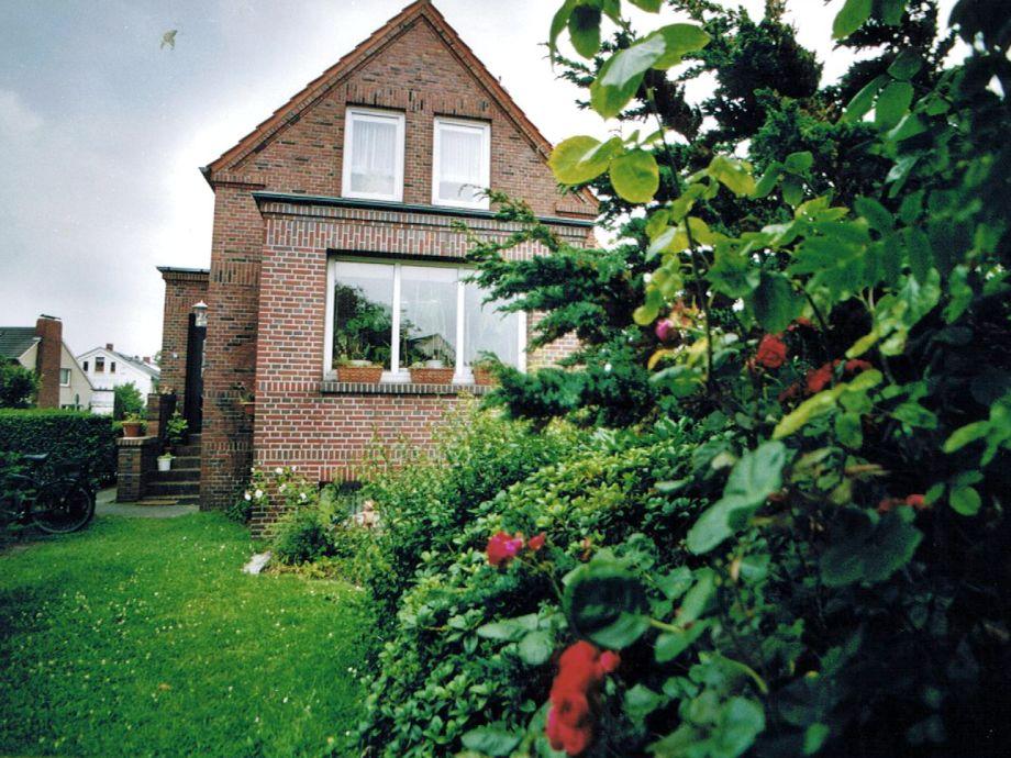 Außenaufnahme vom Garten und Haus