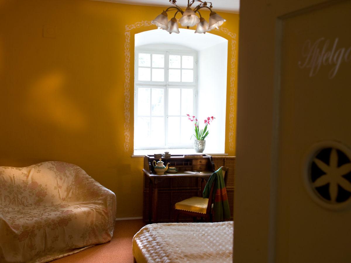 Ferienhaus castello gut schloss lichtengraben k rnten for Gelbe zimmer