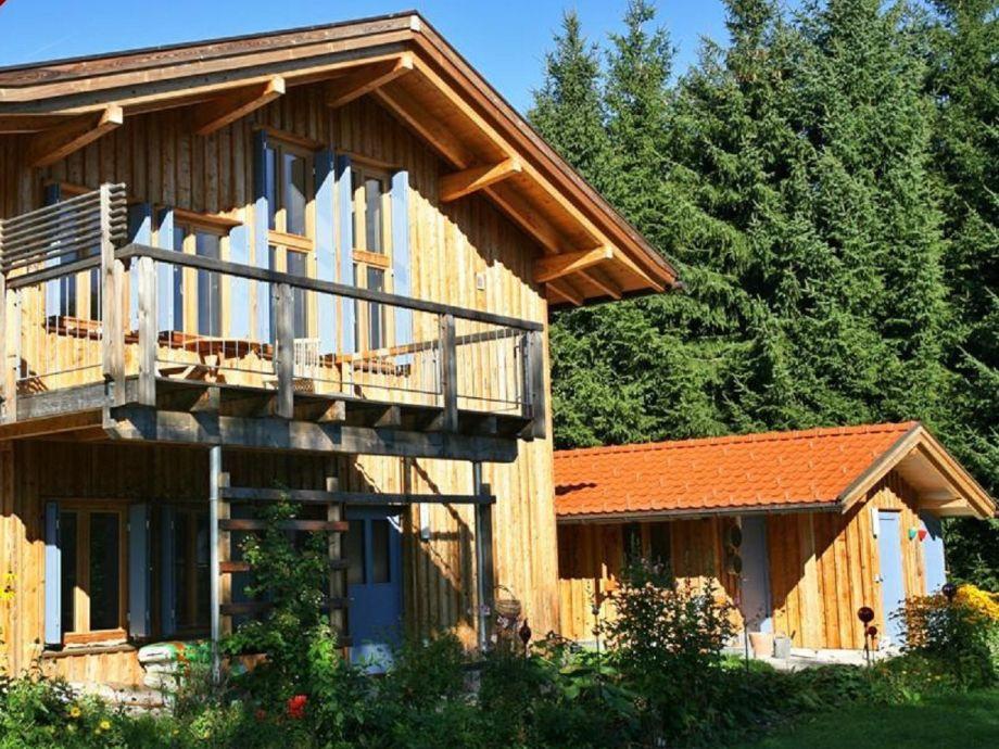 Idyllisches Holzhaus
