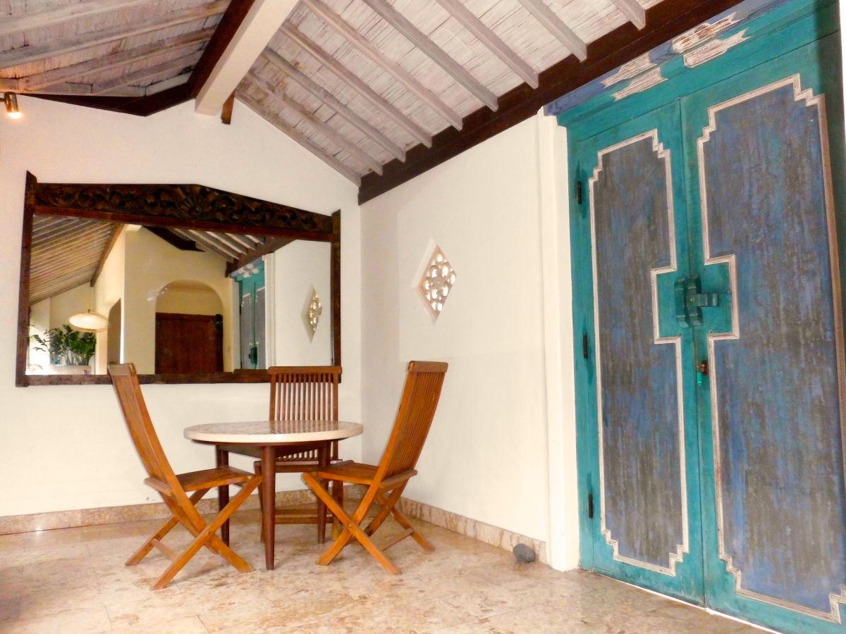 villa batukaru seminyak auf der magischen insel bali indonesien frau anama salsman. Black Bedroom Furniture Sets. Home Design Ideas