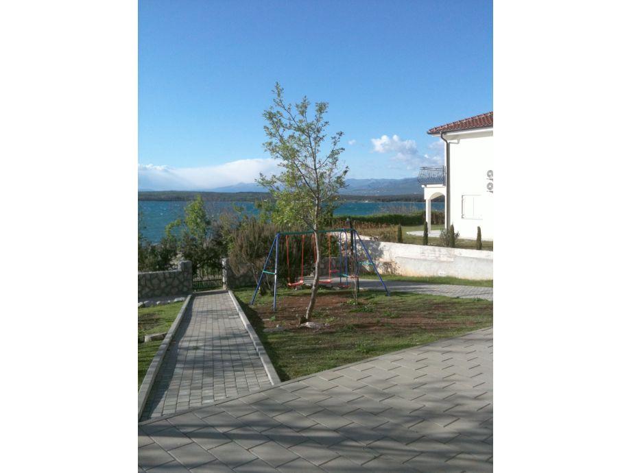 ferienwohnung nr 9 in der villa klimno direkt am strand. Black Bedroom Furniture Sets. Home Design Ideas