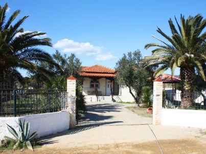 The stonehouse-villa Paramithi
