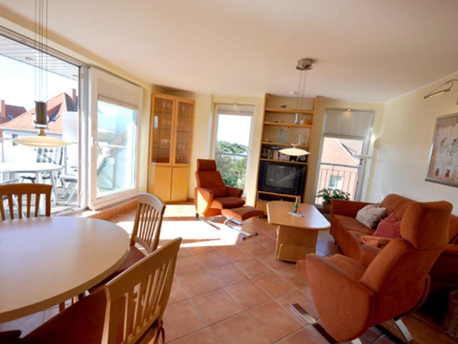 kuche und wohnzimmer in einem kleinen raum raum und. Black Bedroom Furniture Sets. Home Design Ideas