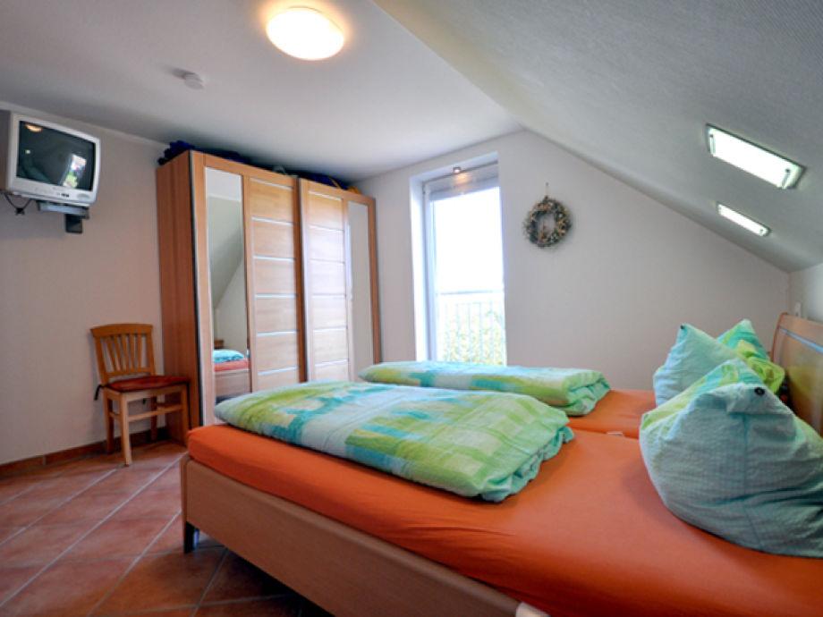 maisonette ferienwohnung auf 2 ebenen im ausgebauten. Black Bedroom Furniture Sets. Home Design Ideas