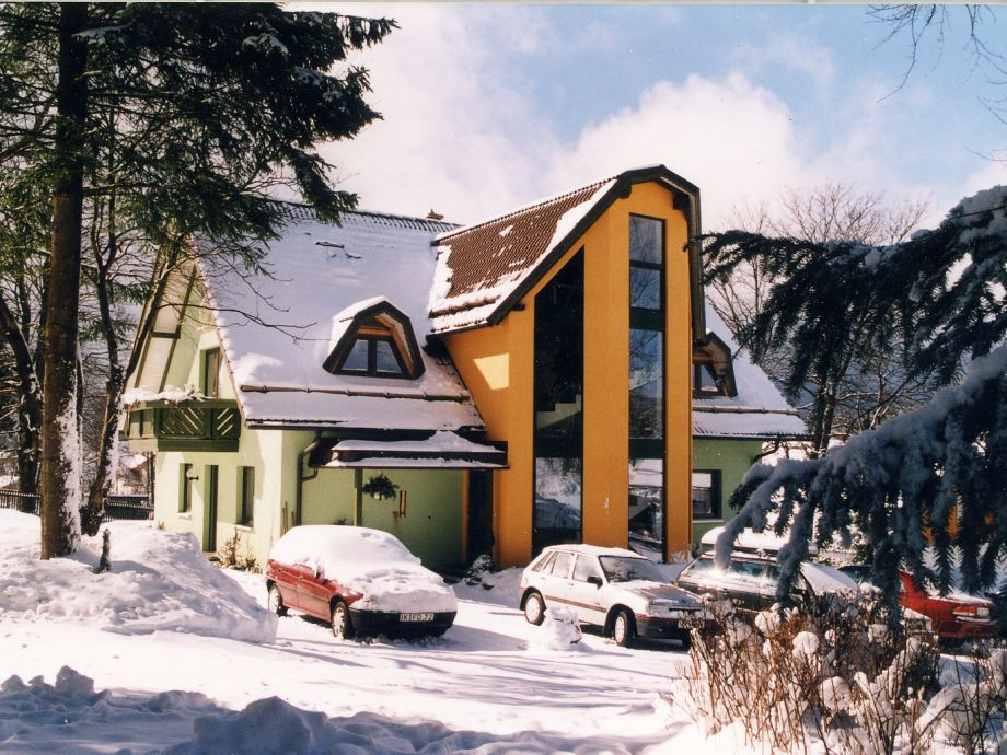 Appartementhaus im Winter