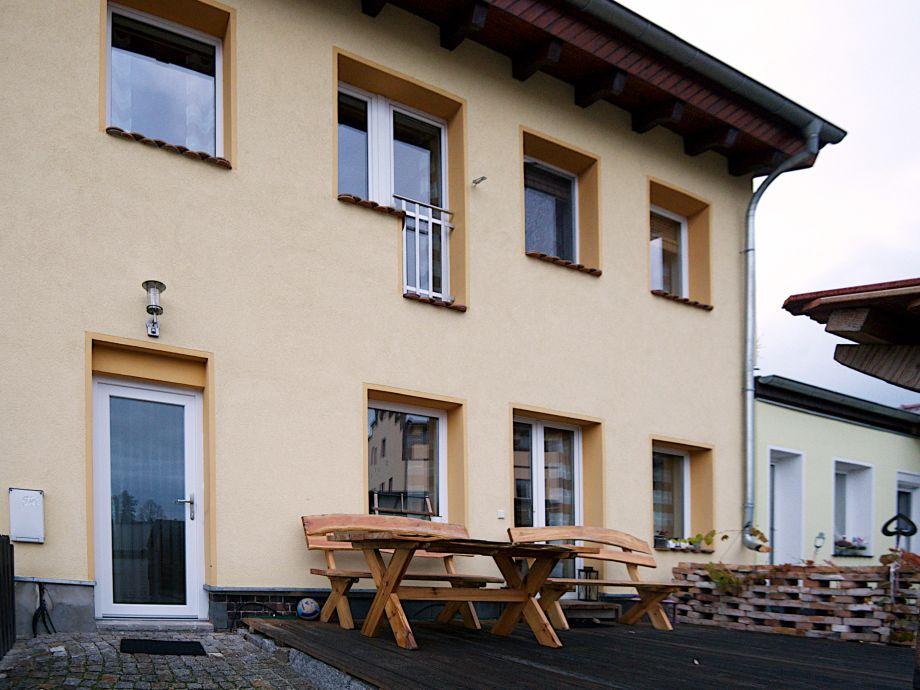 Hausansicht vorn mit Terrasse