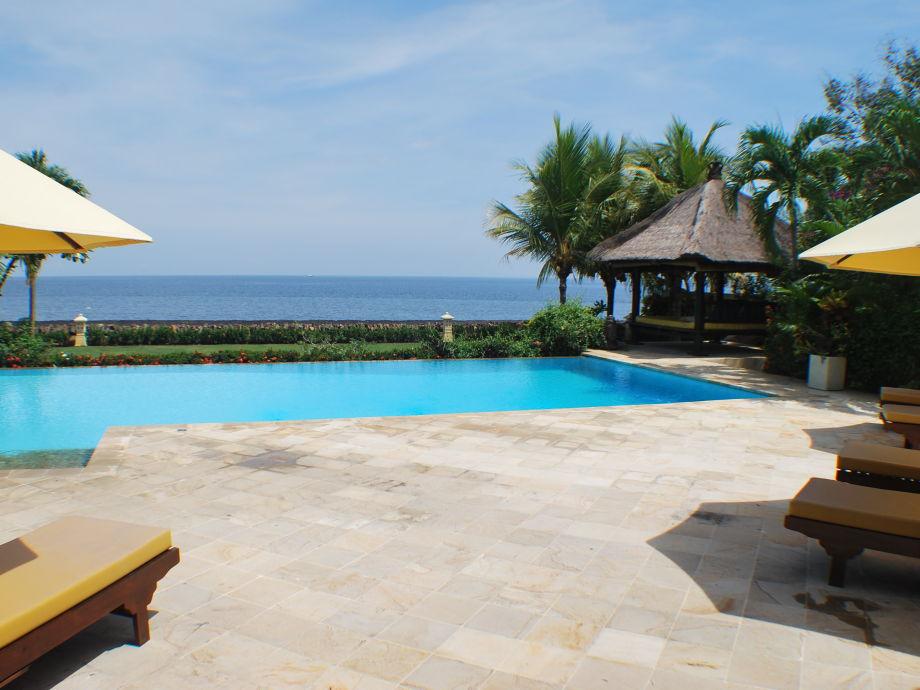 Außenaufnahme Ferien Paradies Villa Cerah