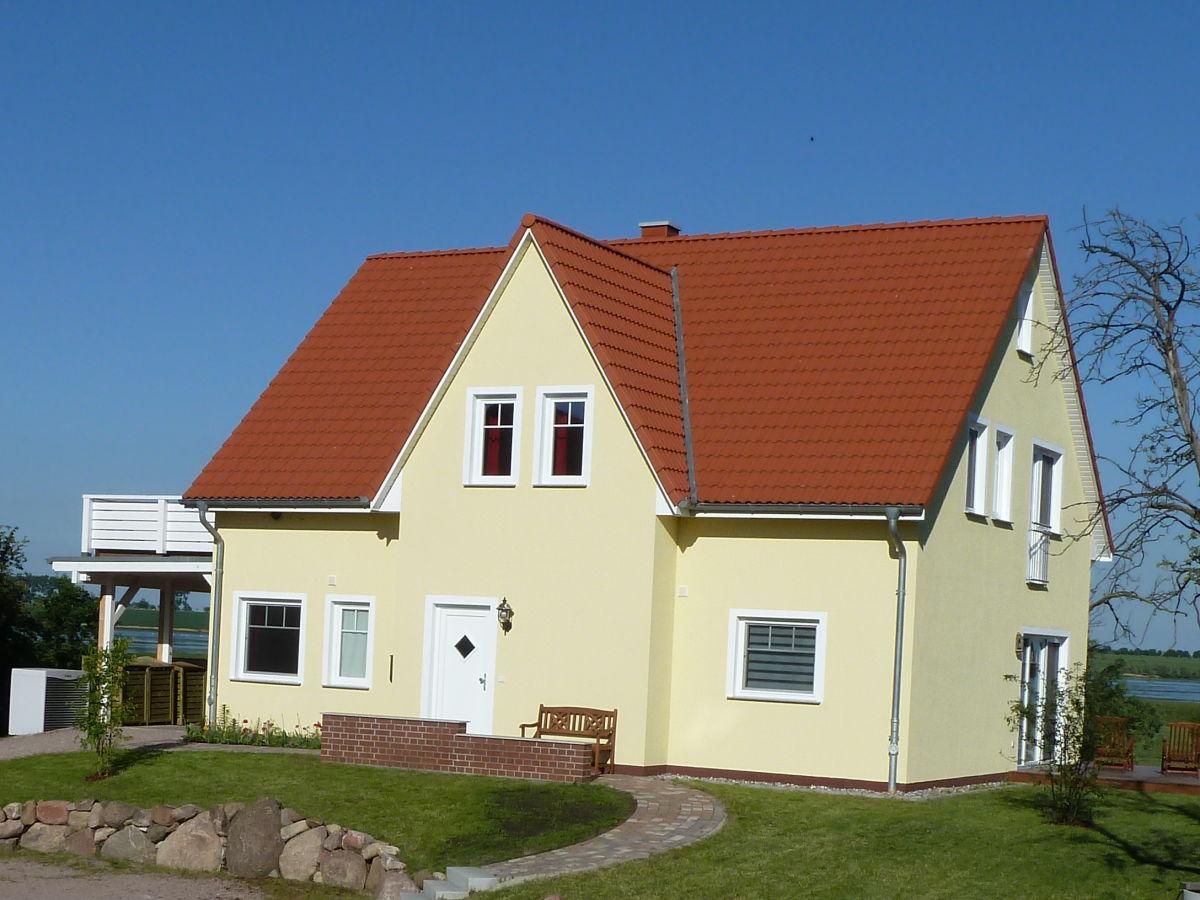 """Ferienwohnung """"Das Gelbe Haus 1"""" Weitendorf Familie"""