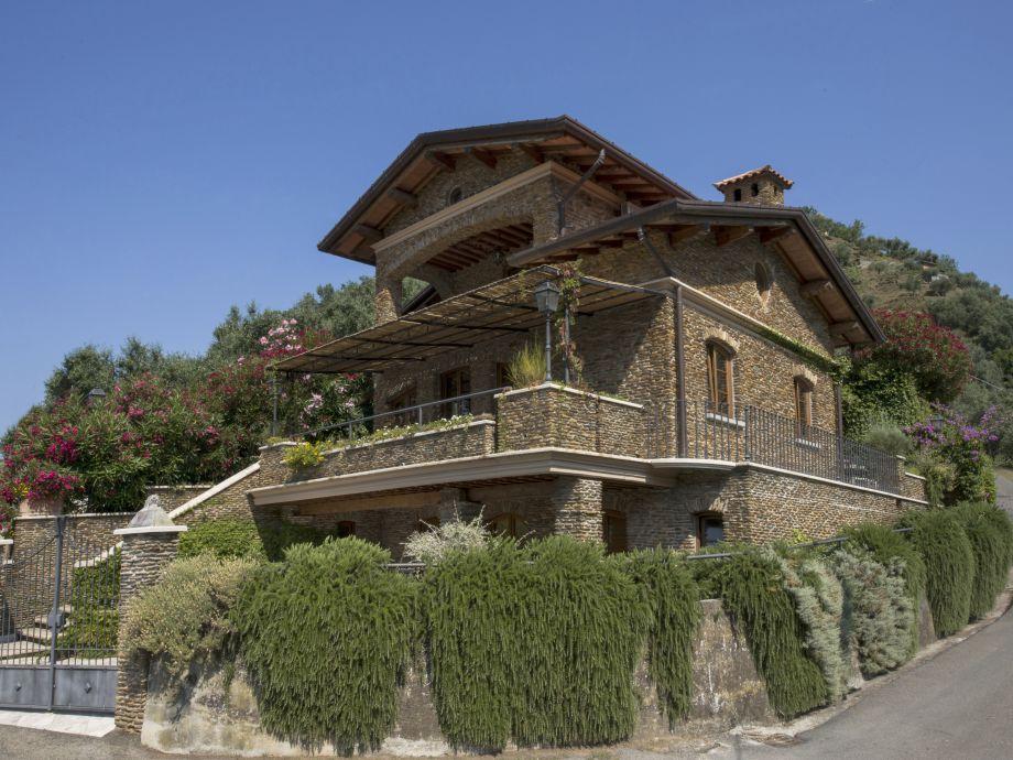 Das schöne Natursteinhaus Villa Rosmarino