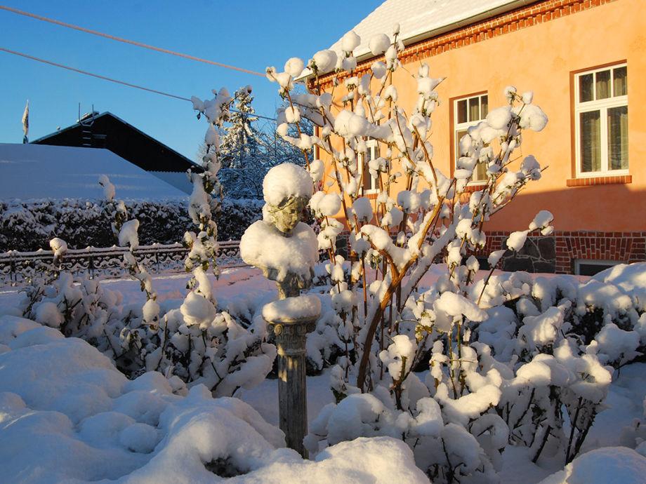 Feriendomizil Alter Garten tief verschneit
