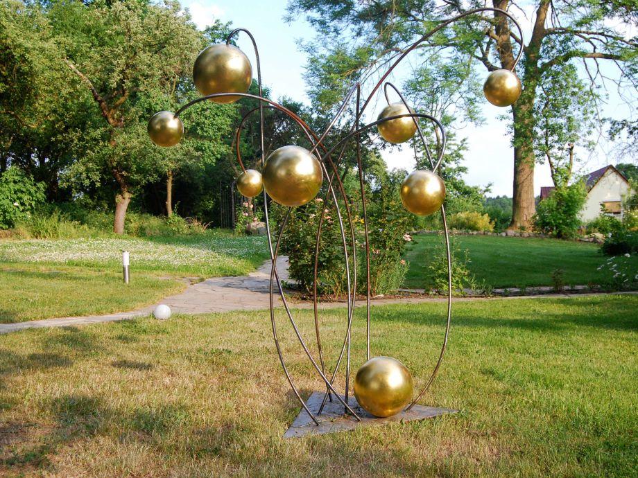 Animen, Skulptur im Garten
