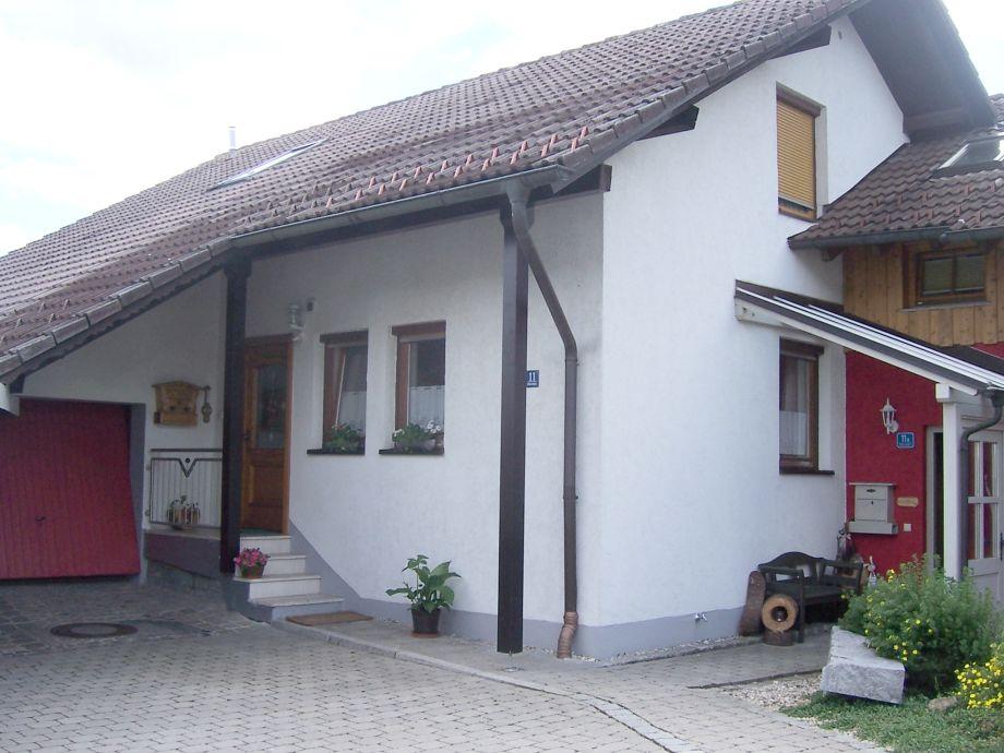 Separater Eingang links Böhmerwaldstr. 11