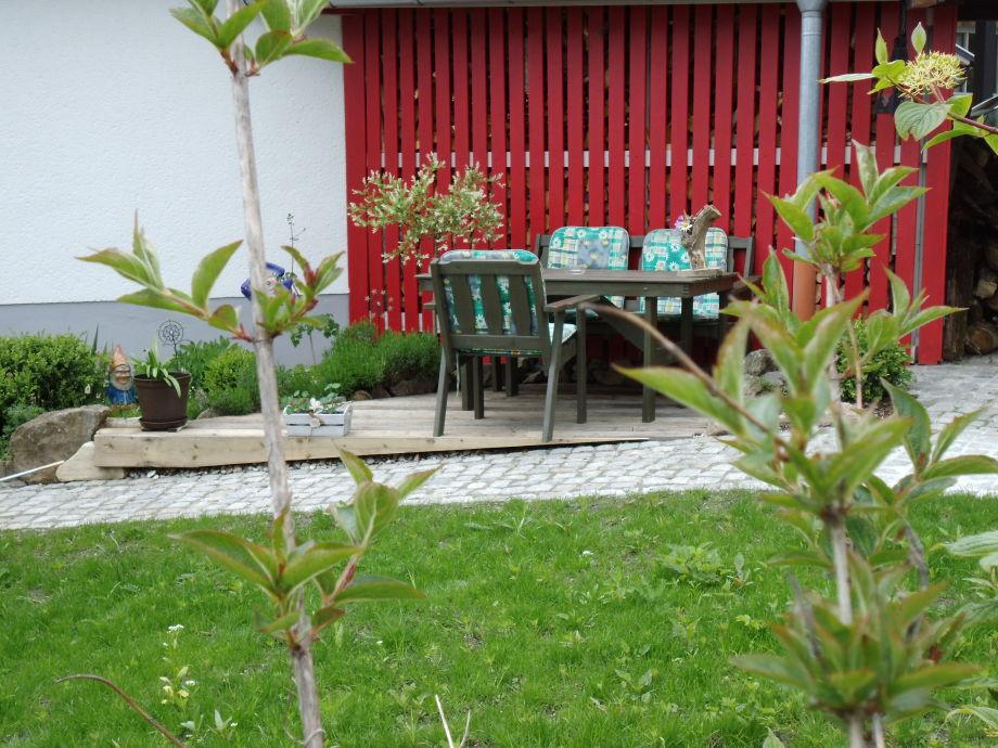 Gästeterasse mit Liegewiese