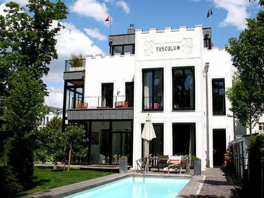 Die Villa mit Dachterrasse und Pool