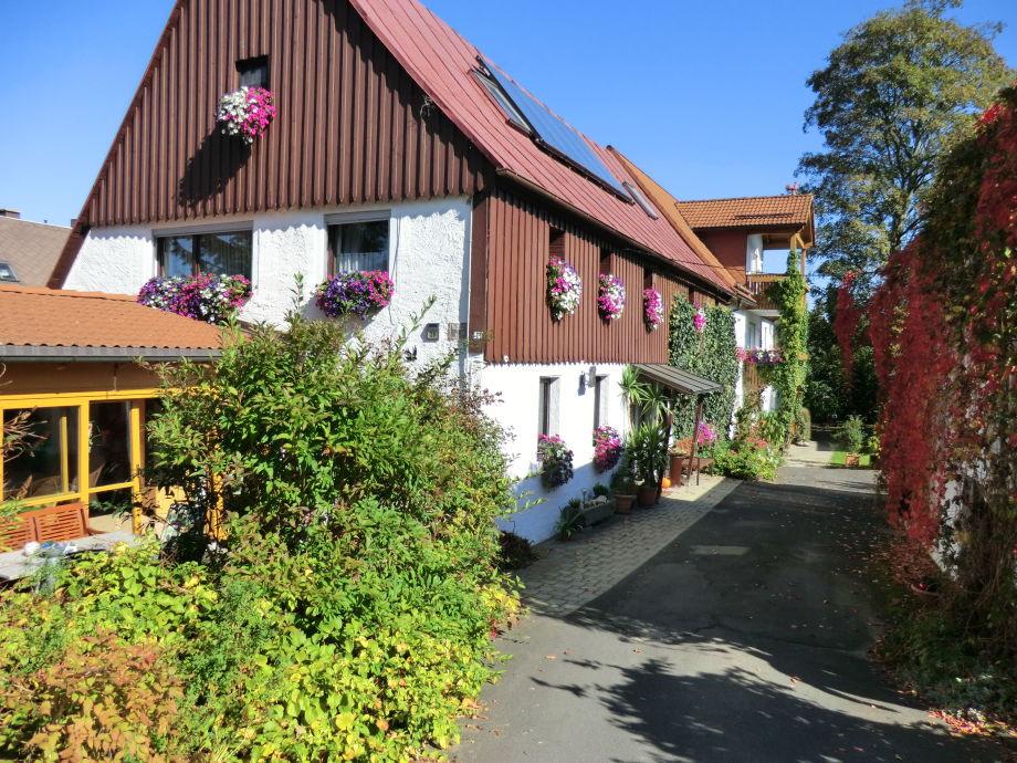 Blick auf unser Haus mit angrenzenden Ferienwohnung