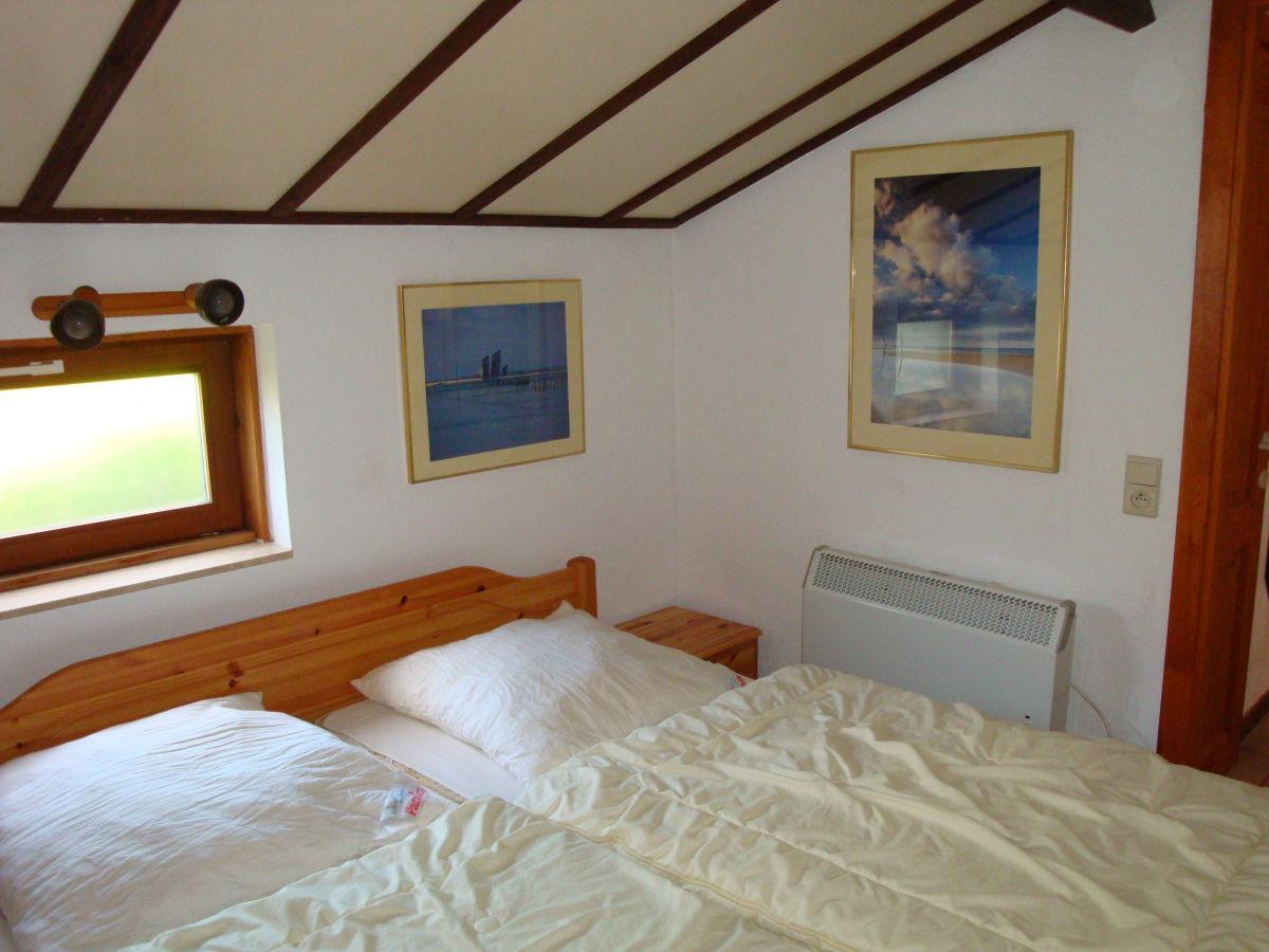 Schlafzimmer mit Doppelbett im EG Schlafzimmer OG links Schlafzimmer ...