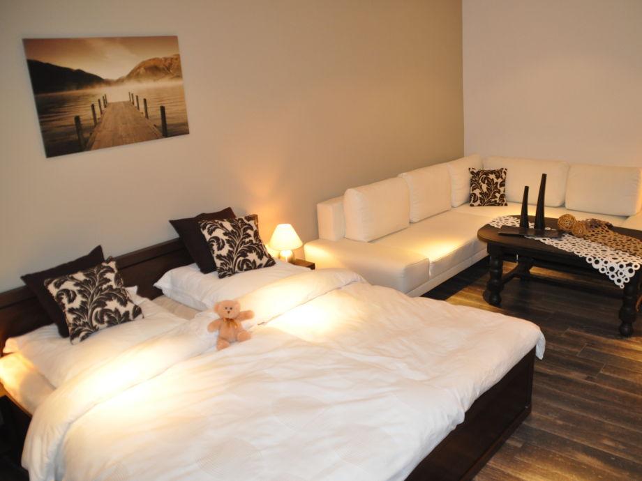 Wohn/Schlafzimmer mit Flachbildfernseher