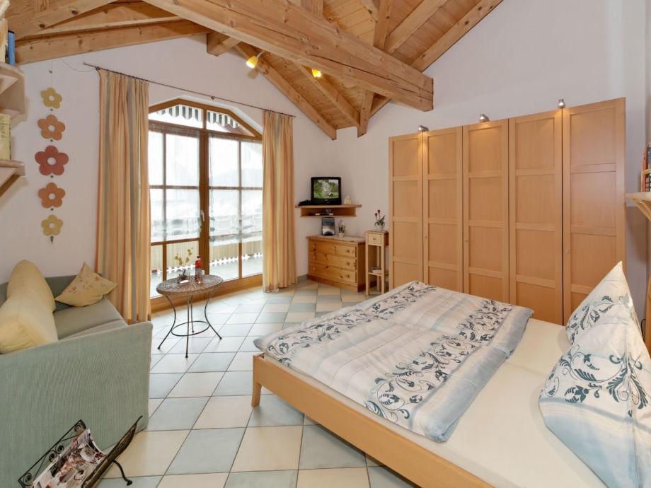 Schlafzimmer mit Fußbodenheizung und 12qm Dachterrasse