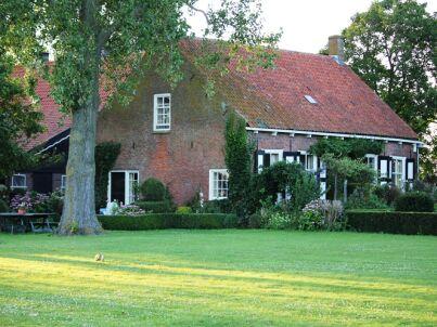 Luxuriöses Ferienhaus mit großem Garten ZE133