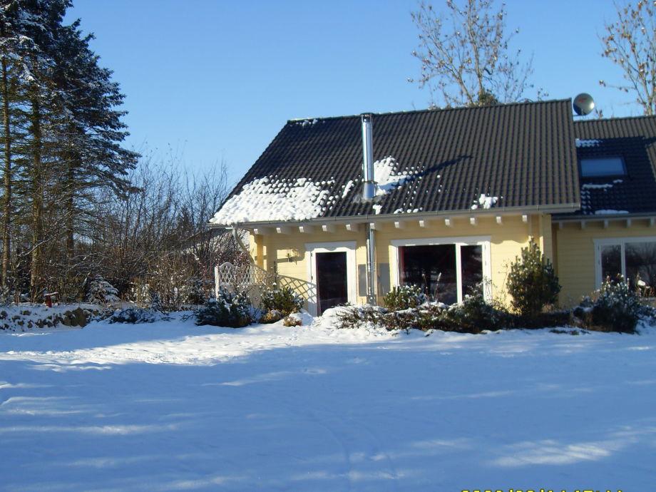 Blockhaus im Winter. Urgemütlich und warm