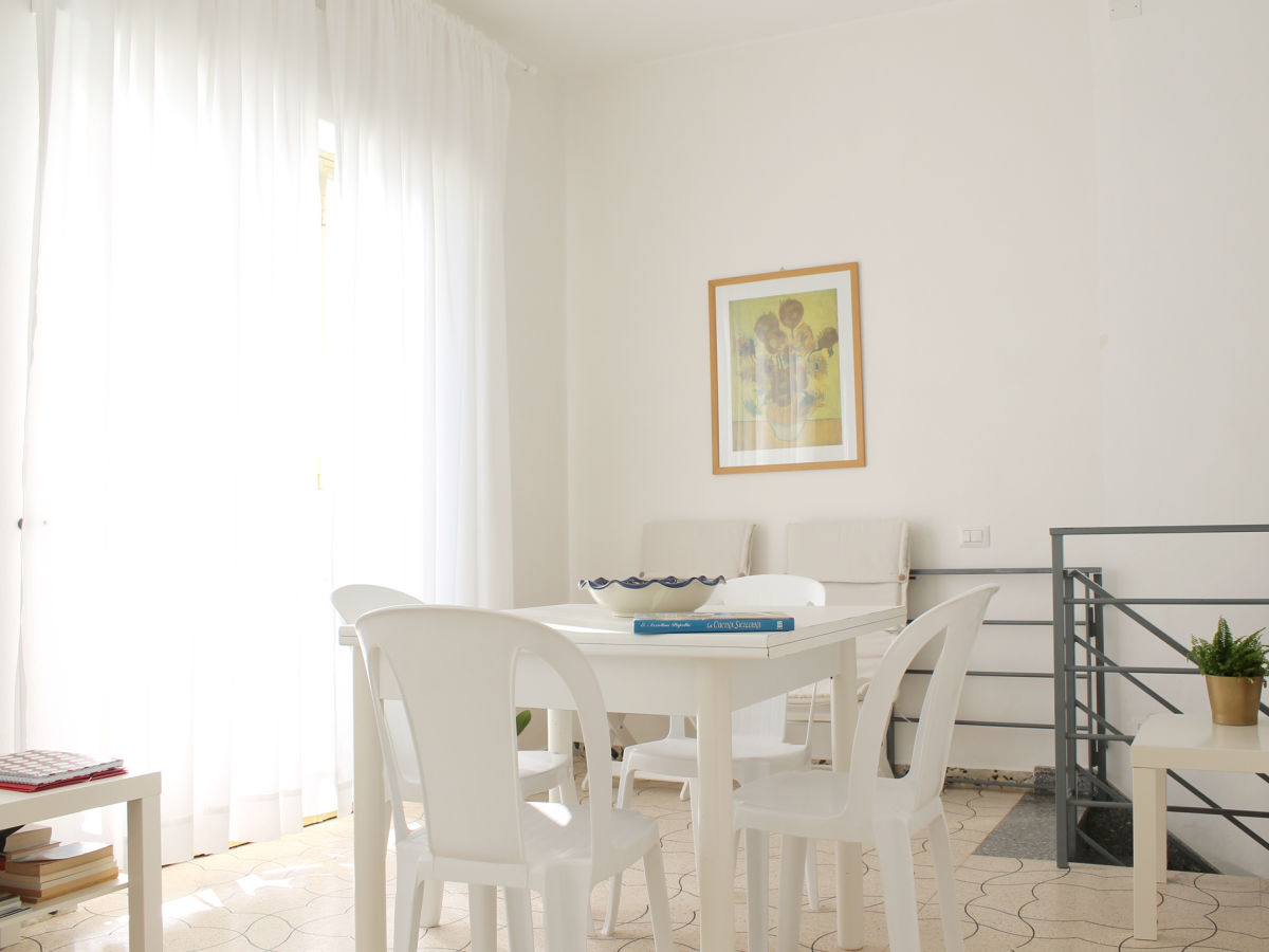 esstisch mit sessel esstisch sessel mit armlehne m. Black Bedroom Furniture Sets. Home Design Ideas