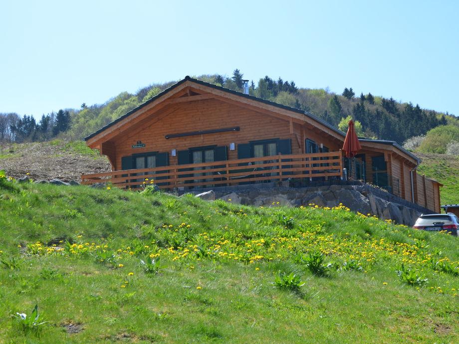 Das Ferienhaus vom Waldsee aus