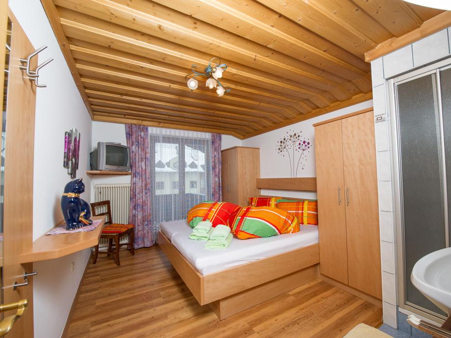 Arniaka-Zimmer mit Dusche