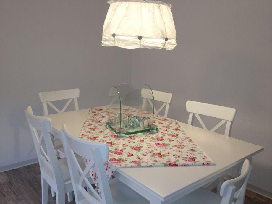 Essbereich mit ausziehbarem Tisch für maximal 8 Personen