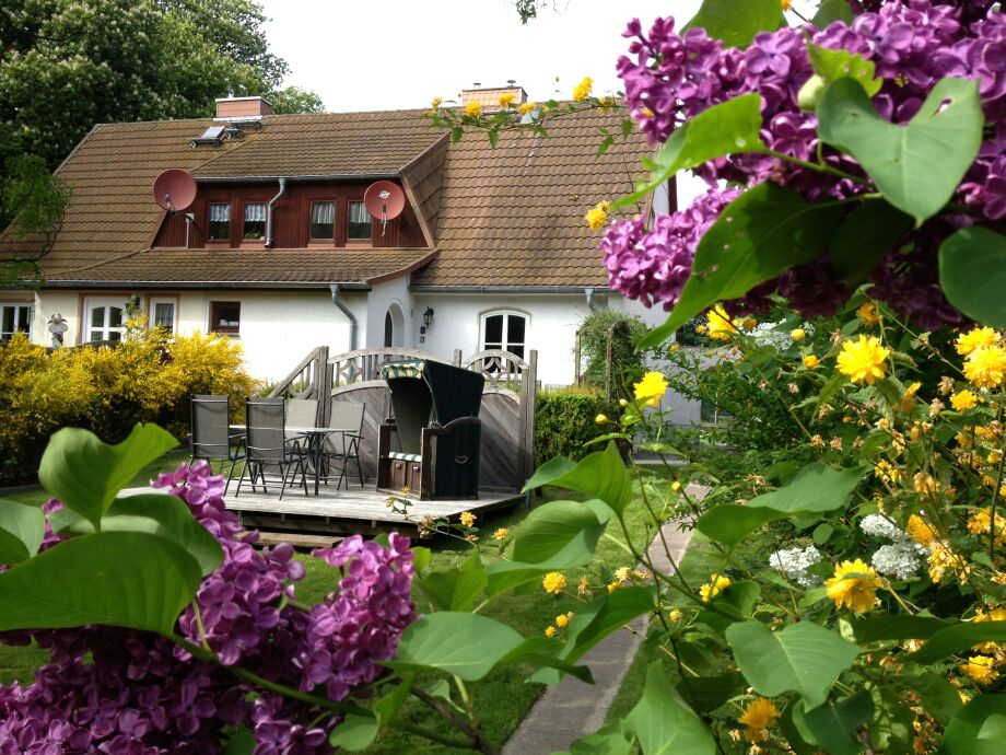 abgeschlossener Garten mit Terrasse