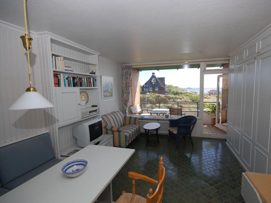 Die Einraumwohnung mit Essecke und Couchgarnitur