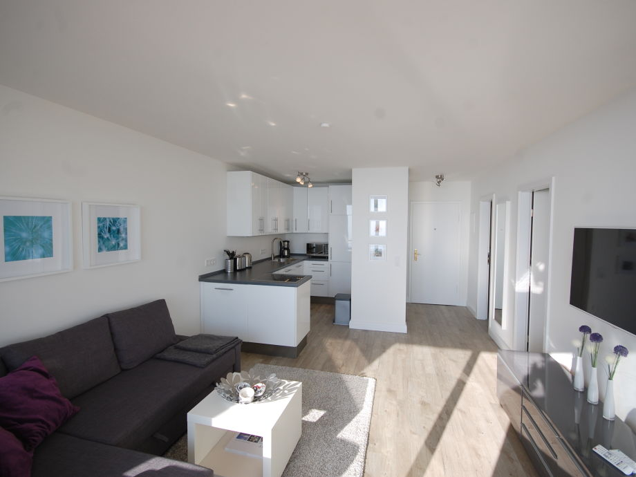 Wohnzimmer Mit Komplett Eingerichtete Kchenzeile