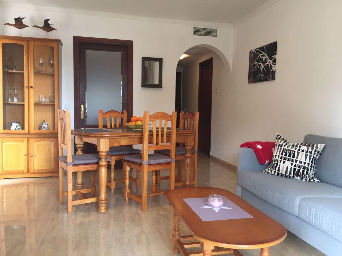Ferienwohnung casa de antonie direkte strandlage santanyi for Wohnzimmer mit esstisch