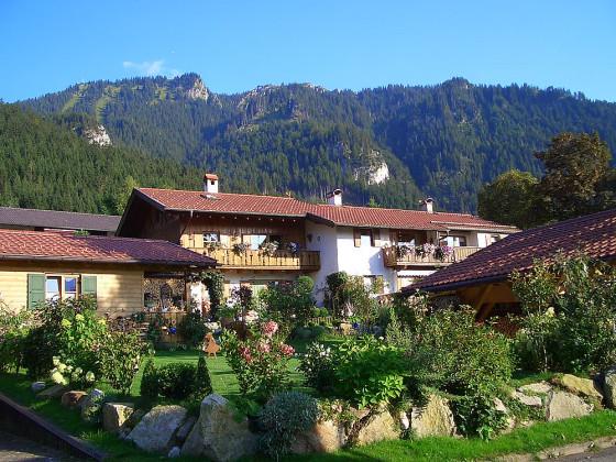 ferienwohnung lisa bayern zugspitzregion ammergauer alpen berge firma ferienwohnung. Black Bedroom Furniture Sets. Home Design Ideas