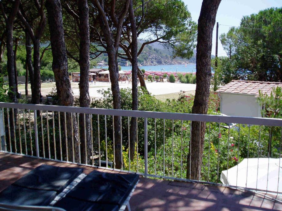 Blick von der Terrasse zum Strand
