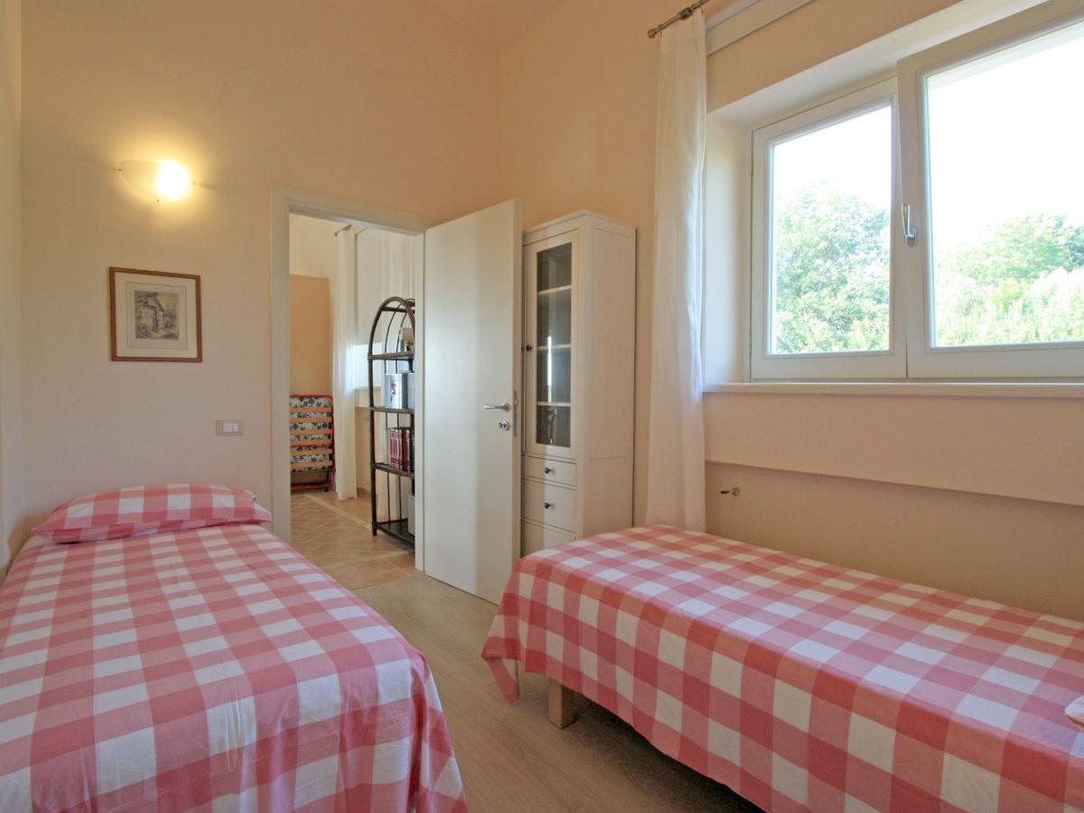Villa stauder ferienwohnung melograno genzano di roma frau emanuela stauder - Schlafzimmer roma ...
